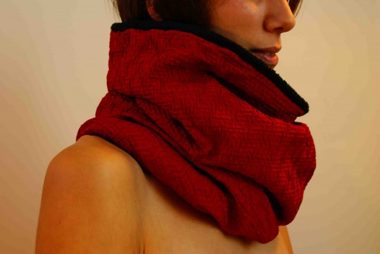 col snood rouge froncé
